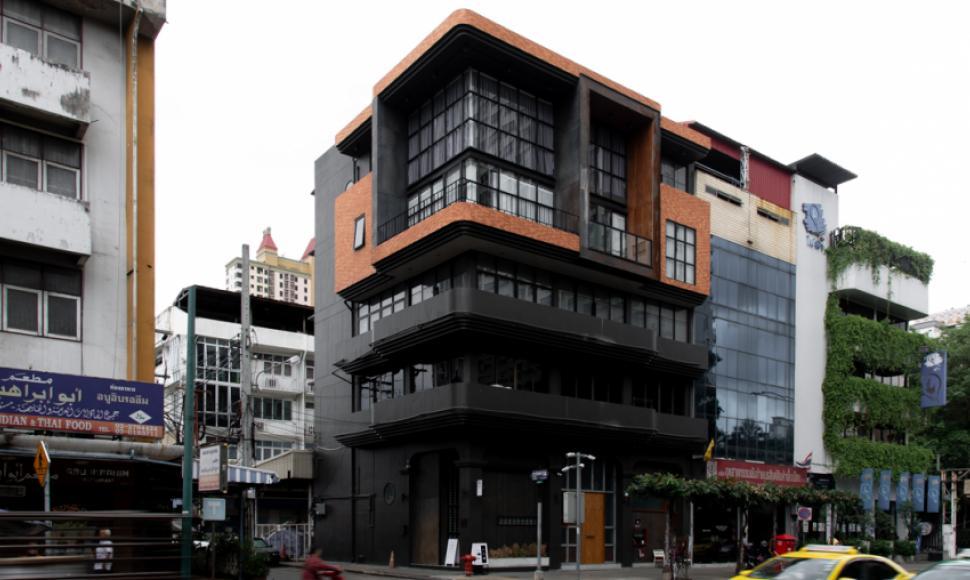 'ตึกดำ' พื้นที่ใหม่ย่านประดิพัทธ์ที่รวมคาเฟ่และร้านกระเป๋าให้เรารู้สึกสดใสไปไกลกว่าสีตึก