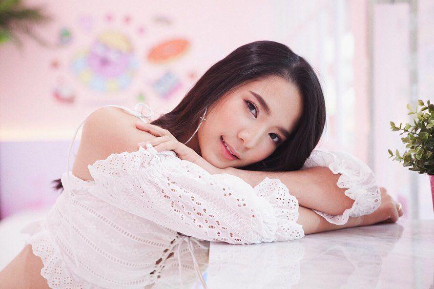 แนะนำน้อง อร  นักศึกษาสาวไทยสวยเวอร์ น่ารักสดใส ได้สัมผัสความสวยเธอแล้วเคลิ้มไปหลายวัน