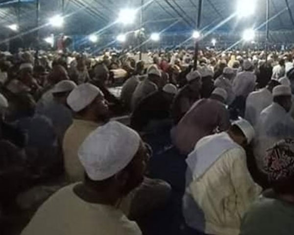ชาวมุสลิมกว่า 8000 คนเข้าร่วมพิธีทางศาสนาที่อินโดนีเซียแบบไม่กลัวโควิด-19
