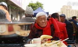 หญิงจีนขายอาหารราคาถูกนาน 6 ปี เพราะคำสัญญาที่ให้ไว้กับลูกสาว