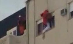 โป๊ะเชะ กู้ภัยอาร์เจนตินาโรยตัวถีบช่วยชีวิตหนุ่มจะโดดตึก