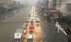ฝนถล่มกรุงเทพฯ บางนา-ศรีนครินทร์อ่วมหนัก น้ำท่วมสูงแต่เช้า