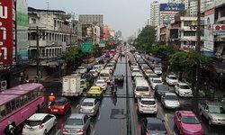 ฝนถล่มกรุงฯ รถติดทุกเส้นทาง