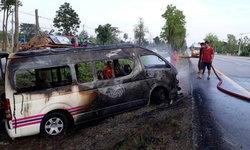 นาทีสยอง ไฟไหม้รถตู้เมียนมา 14 ชีวิตรอดตายหวุดหวิด