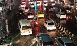 ฝนถล่มกรุงเทพฯ เย็นวันศุกร์ ทำน้ำท่วมขัง-รถติด หลายพื้นที่