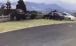 หนุ่มจีนจะเบรกแต่พลาดเหยียบคันเร่ง ทำรถพุ่งตกหน้าผาสูง 20 เมตร หวิดดับ