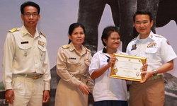 """คนเก่งหัวใจแกร่ง """"น้องฟ้า"""" ด.ญ.พิการตาบอด ชนะเลิศประกวดร้องเพลงไทยลูกทุ่งระดับประเทศ"""