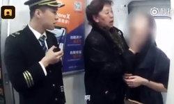 สาวจีนง่วงจัด หาวจนกรามค้าง เจ้าหน้าที่รถไฟเร่งประกาศหาแพทย์ช่วย