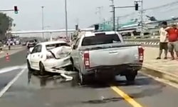 เกิดเหตุรถชนท้าย 5 คันรวด บริเวณหน้ามหาวิทยาลัยพะเยา