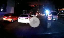 """คลิปดราม่า ตำรวจต่อว่ารถกู้ชีพรีบรับคนเจ็บ ตะโกนบอก """"ไม่ต้องเปิดไฟ-เปิดเสียง แค่รถชน คนเจ็บไม่ได้ตาย"""