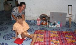 ครอบครัวรันทดสามีตายลูกชายพิการ ถูกฟ้องขับไล่ออกจากบ้าน