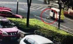 วิจารณ์สนั่น ทารกกลิ้งตกจากรถร่วงกลางถนน พ่อแม่ไม่รู้ตัว ขับรถไปต่อเฉย