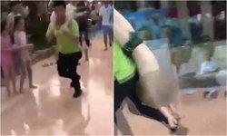ช่วยผิดชีวิตดับ ชายจีนแบกเด็กจมน้ำท่าห้อยหัววิ่งส่งรพ. แพทย์ชี้ควรทำ CPR