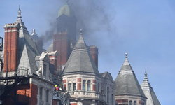 ระทึก! ไฟไหม้โรงแรมหรูกลางกรุงลอนดอน ทีมดับเพลิงกว่าร้อยคนเร่งควบคุมสถานการณ์