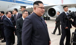 """""""ผู้นำคิม"""" หนีบสุขาส่วนตัวไปสิงคโปร์! ปกป้องความลับรั่วไหล"""