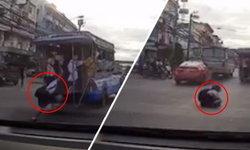 อุทาหรณ์! รถสองแถวออกตัวแรงเปลี่ยนเลน นักเรียนหญิงตกรถกลางถนนเจ็บ