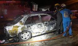 งงตาแตก รถยนต์จอดรอซ่อมถูกไฟไหม้ปริศนาวอดทั้งคัน