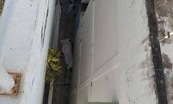 ฝรั่งพลัดตกดาดฟ้าสูง 4 ชั้น ดับคาที่ พบกล้องวงจรปิดจับภาพนาทีร่างกระแทกพื้นไว้ได้