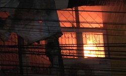 เพลิงไหม้ห้างสรรพสินค้าดัง วอด 5 คูหา ประเมินความเสียหายร่วม 3 ล้าน