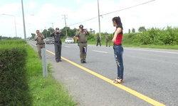 สาวเบญจเพสเล่าระทึก โดน 3 พ่อแม่ลูกจี้ชิงรถ ปล้นคาถนนมิตรภาพ