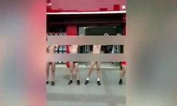 4 หนุ่มถูกลงโทษ ถอดเสื้อผ้าเหลือแต่กางเกงใน-เต้นหน้าบริษัท