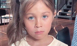 """ซูมชัดๆ ความสวยของ """"น้องไลลา"""" ลูกสาวคนโต """"พอลล่า"""" ดวงตาสีฟ้าอมเทา"""