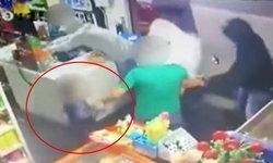 เด็กชาย 6 ขวบสุดกล้าหาญ วิ่งไปเตะคนร้าย ช่วยพ่อถูกปล้น
