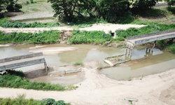 ชาวบ้านช้ำสัญจรไม่ได้ สะพานขาดไป 2 ปีแล้ว ผู้รับเหมาก็ทิ้งงาน
