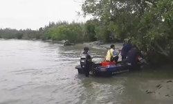 """นอภ.ประกาศงดเล่นน้ำ หลังชาวบ้านแหลมพบ """"จระเข้"""" ลอยกลางแม่น้ำเพชรบุรี"""