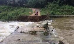 """""""เซินติญ"""" ทำฝนตกหนัก-น้ำป่าไหลหลาก ซัดสะพานที่หัวหินขาด 2 แห่ง จนท.เร่งช่วยเหลือด่วน"""