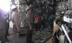 รอง ผบ.ตร. โผล่เมืองโอ่ง สั่งปิดโรงงานขยะเถื่อน จ่อดำเนินคดีทั้งอาญา-แพ่ง