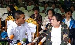 หมอภาคย์-ภรรยาจ่าแซม เข้าร่วมพิธีบวช 12 หมูป่าที่วัดพระธาตุดอยตุง