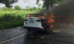 รถบรรทุกพุ่งชนท้ายเก๋ง  8 ชีวิตหนีเอาตัวรอด หวิดไฟคลอก