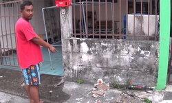 ชวาบ้านผวา-หนุ่มเมายาอาละวาดพังบ้าน รอดมือเจ้าหน้าที่ทุกครั้ง!