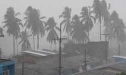 ห่าฝนถล่มไม่ลืมหูลืมตา-ตัวเมืองตรังอย่างกับป่าช้า ตลาดนัดใหญ่ร้านรวงปิดเงียบ