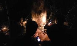 วันนี้รวย! ชาวบ้านเหน็บแป้งฝุ่นย่องขูดหาเลขเด็ดต้นมะขามเก่า หลังให้โชคถูกเป๊ะงวดที่แล้ว