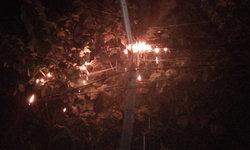 """ไฟไหม้ """"สายเคเบิล"""" กลางดึก เปลวไฟย้อยหวิดไหม้บ้าน"""