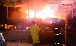"""ยังไม่ทันซ่อม-เพลิงลุกไหม้ """"รถจอดรอซ่อม"""" วอดทั้งคัน คาดระบบไฟฟ้าขัดข้อง"""