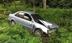 สาวขับรถกลับบ้าน วูบหลับในพารถเสียหลักลงข้างทาง บาดเจ็บ 6 ราย