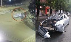หนุ่มรัสเซียเมาแล้วขับ ซิ่งเก๋งชนคนข้ามทางม้าลาย ร่างฉีกติดคารถ (มีคลิป)