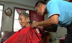 ชื่นชม ส.จ.ปากเกร็ด ตัดผมฟรีตลอดปีให้คนป่วยและคนพิการถึงบ้าน