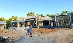 """""""เนย โชติกา"""" อัปเดตภาพบ้านที่สร้างให้แม่ เป็นรูปร่างแล้ว"""