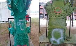 มือดีสุดแสบ-พ่นสีสเปรย์ใส่รูปปั้นพญานาคใช้ในงานพระราชทานเพลิงศพหลวงพ่อคูณ