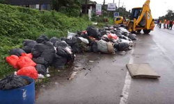 สุดชุ่ย! แอบทิ้งขยะกองมหึมาริมถนน เทศบาลเร่งเคลียร์หวั่นภาพลักษณ์เมืองท่องเที่ยว