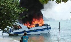 คลิประทึก! นาทีสปีดโบ๊ทไฟไหม้ที่ทะเลพังงา ไฟคลอกช่างเครื่อง เจ็บ 1