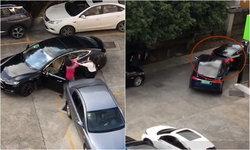 สองหญิงหัวร้อนทะเลาะเดือดกลางที่จอดรถ ตบกันยับ ขับรถหรูชนท้ายกันเละ