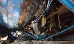 หลุดโค้งพลิกคว่ำ-คนขับรถ 4 ล้อกลางหวิดดับ เทโค้งเสียหลักตกไหล่ทาง