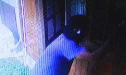 หนุ่มไอ้โม่งปิดหน้ามิด ตระเวนงัดบ้าน 3 หลัง วงจรปิดบ้าน ผอ.โรงเรียนจับภาพได้
