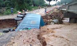 ถนนหลายสายถูกตัดขาด เชียงใหม่ฝนตกหนัก น้ำป่าไหลหลาก แนะ ปชช.เลี่ยงเส้นทาง