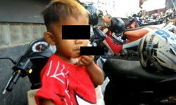 เด็กอินโด 2 ขวบ พ่นควันวันละ 40 มวน พ่อแม่ตามใจ เพราะไม่อยากให้โมโห